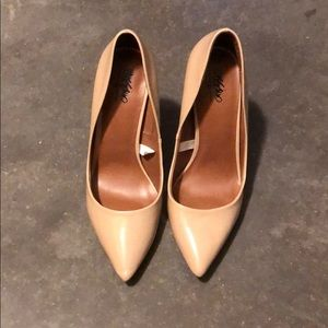 Nude stiletto pointy toe heels